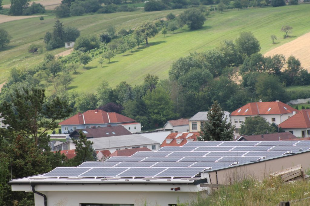 Photovoltaik-ANlage Poolhaus Bild 2